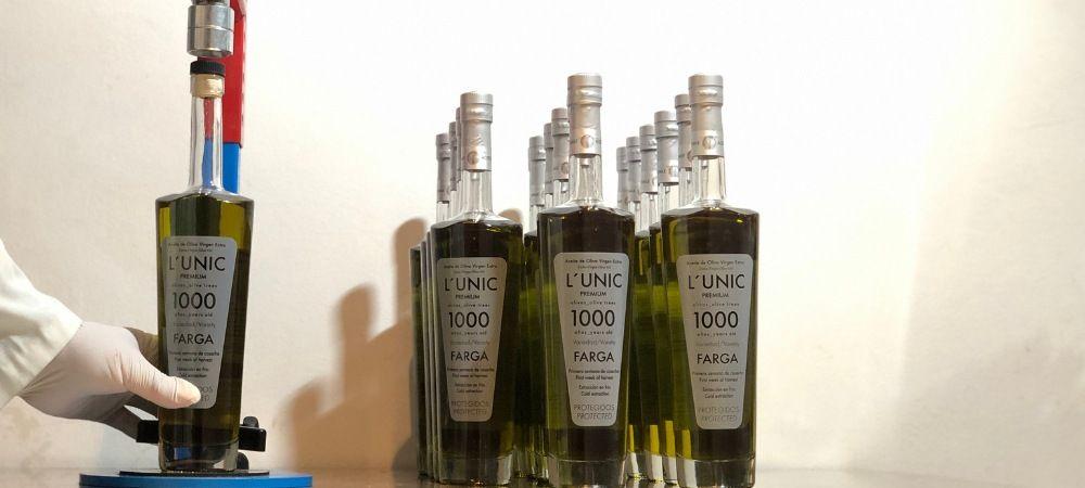 embotellado a mano aceite de oliva